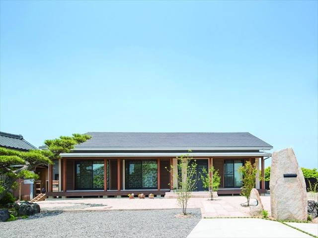 周囲の空間を広く感じさせる平屋外観 愛知県春日井市の平屋 施行事例