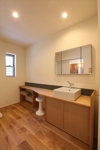 洗面スペースも広く清潔感溢れる 岐阜県加茂郡の平屋 施行事例