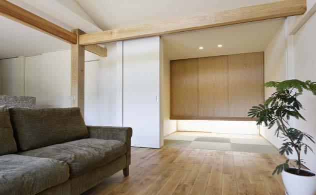 リビングに調和したモダンな床の間 岐阜県加茂郡の平屋 施行事例