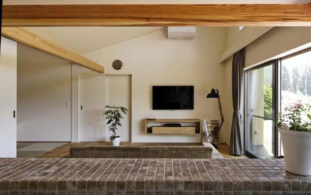 キッチンからリビングの眺めは開放感高い 岐阜県加茂郡の平屋 施行事例