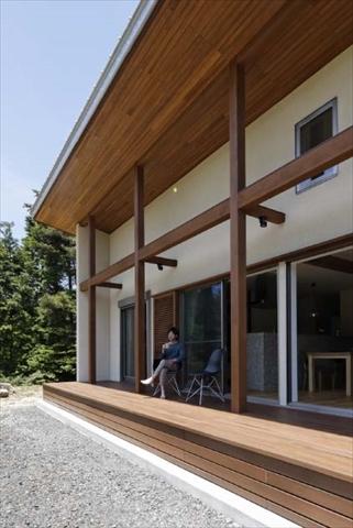 広大で快適に寛げるウッドデッキ 岐阜県加茂郡の平屋 施行事例