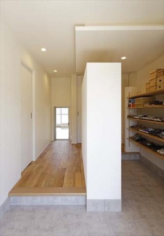 スペース広く収納も余裕ある十分な玄関 岐阜県加茂郡の平屋 施行事例
