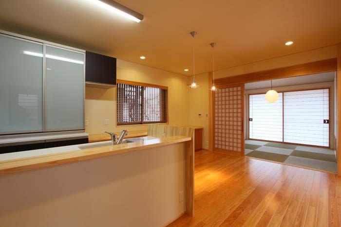 ダイニングキッチンから和室への導線も広々 愛知県豊川市の平屋 施行事例