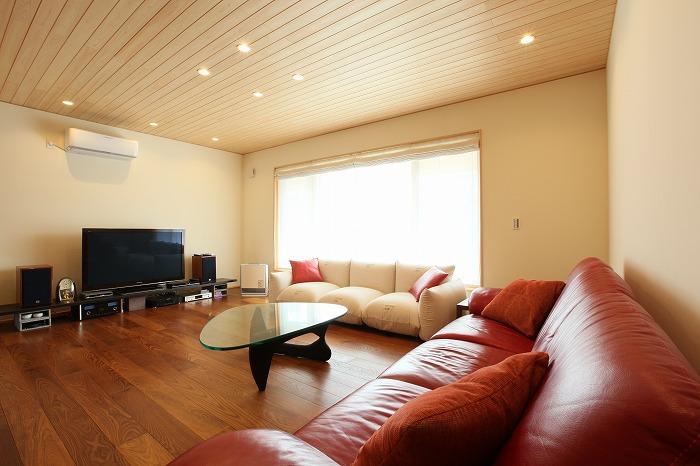大型のソファも余裕を持って置ける広さ 愛知県長久手市の平屋 施行事例