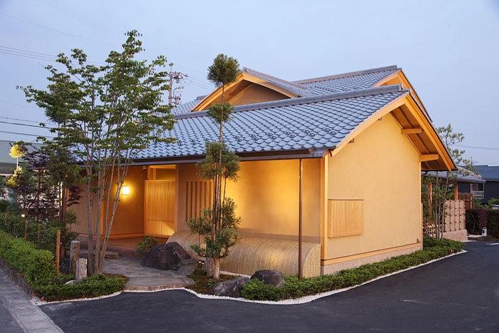 伝統技能を活かした、むくり屋根の木造住宅