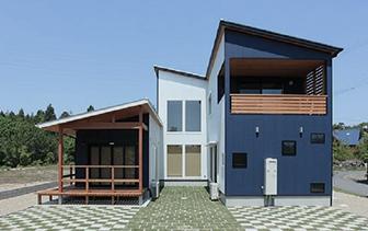 洋風ながら安らぎ溢れる木造住宅