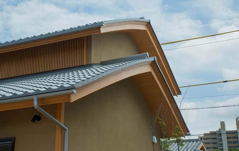 独特の曲線が優美な、むくり屋根 。