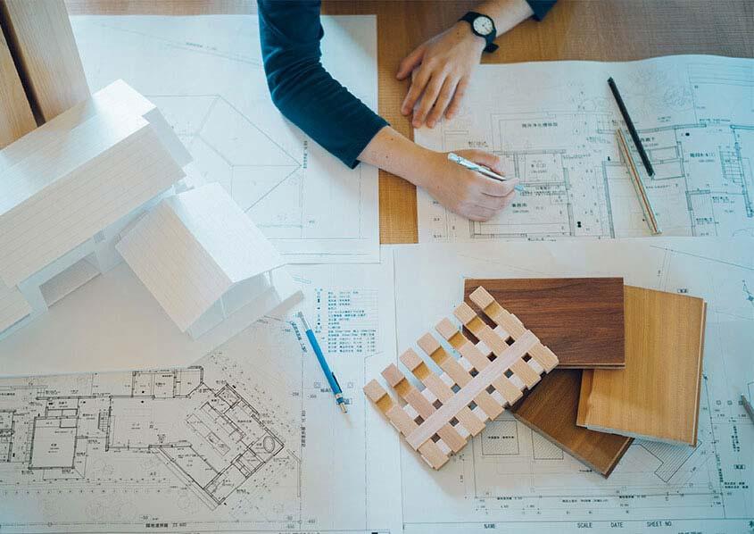 お客様の想いを具現化すべく提案練る設計士 。
